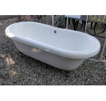 Baignoire en plastique blanc à pieds chromés
