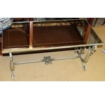 Table basse en fer forgé, dessus verre (fendu)