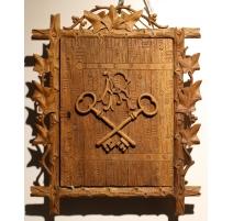 Boite à clefs en bois sculpté de Brienz