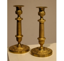 Paire de bougeoirs Empire en bronze doré