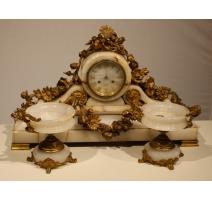Pendule et deux coupes en onyx et bronze doré