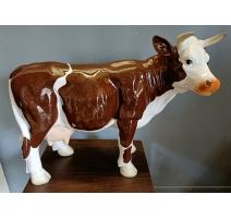 Petite Vache brune et blanche en résine