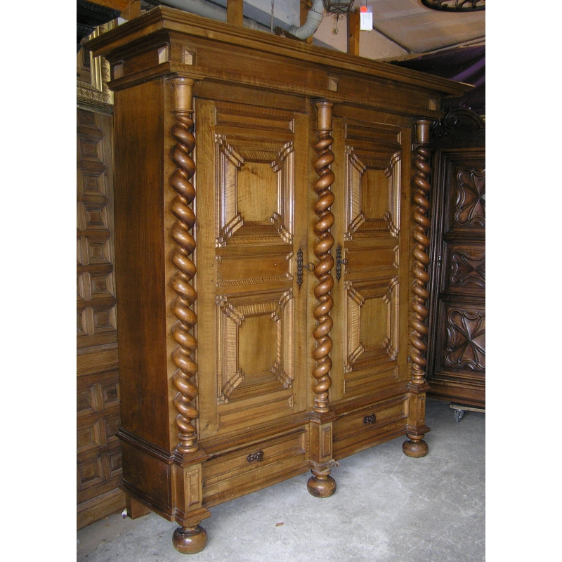 armoire louis xiii sur moinat sa antiquit s d coration. Black Bedroom Furniture Sets. Home Design Ideas