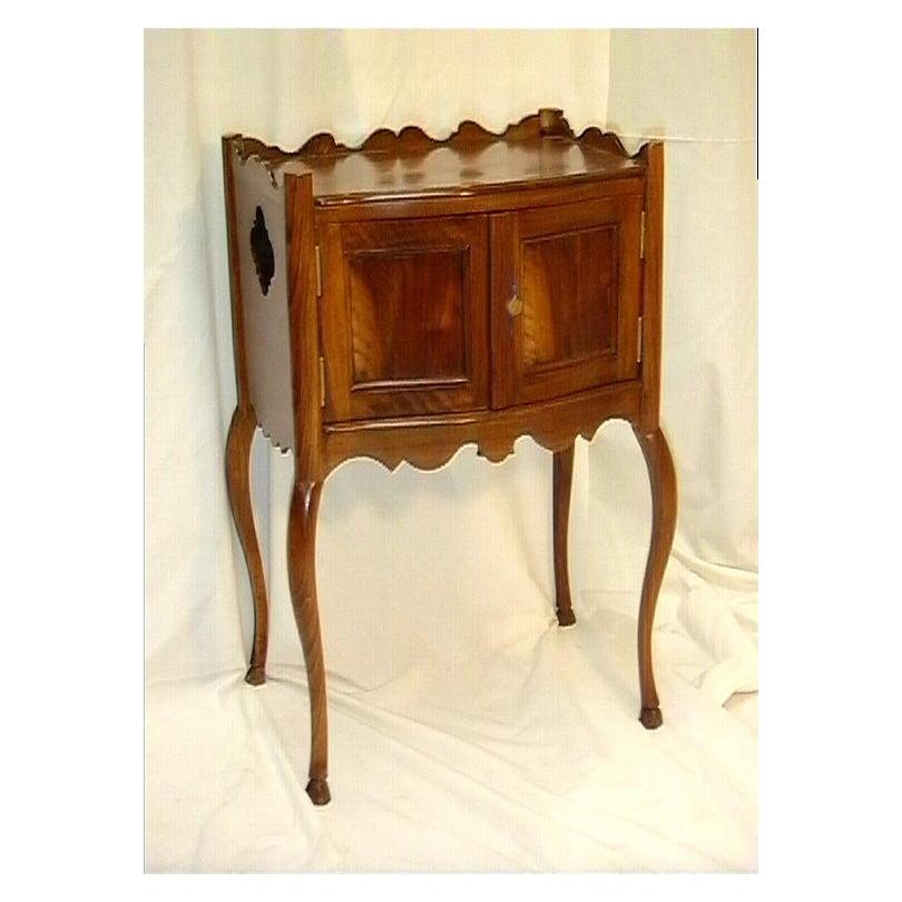 table de chevet louis xv deux portes refaites sur moinat sa antiquit s d coration. Black Bedroom Furniture Sets. Home Design Ideas