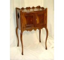 Table de chevet Louis XV à deux portes refaites.
