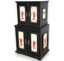 Cabinet Baroque laqué noir.