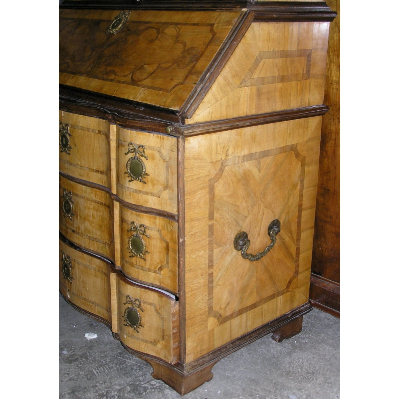 bureau 3 corps baroque sur moinat sa antiquit s d coration. Black Bedroom Furniture Sets. Home Design Ideas