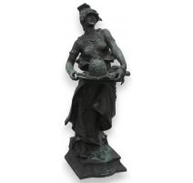 """Bronze """"Fatma"""", signé DÉBUT."""