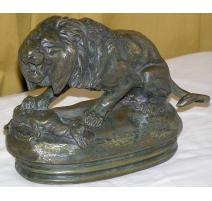 """Bronze """"Lion sitting and doe"""" signed BARYE"""