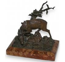 """Bronze """"Biche et son faon""""."""