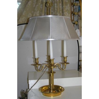 Lampe bouillotte style Louis XVI à 4 lumières.