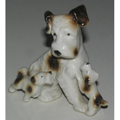 """Sculpture Chien """"Fox Terrier avec deux chiots""""."""