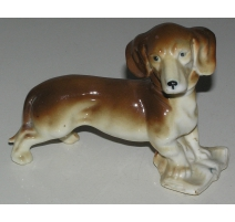 Sculpture Chien  Basset , en porcelaine brune.