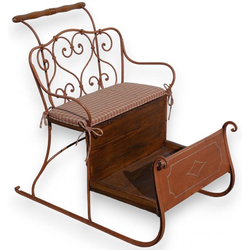 luge double en fer forg peint orange et bois sur moinat sa antiquit s d coration. Black Bedroom Furniture Sets. Home Design Ideas