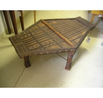 Table basse indienne ancienne