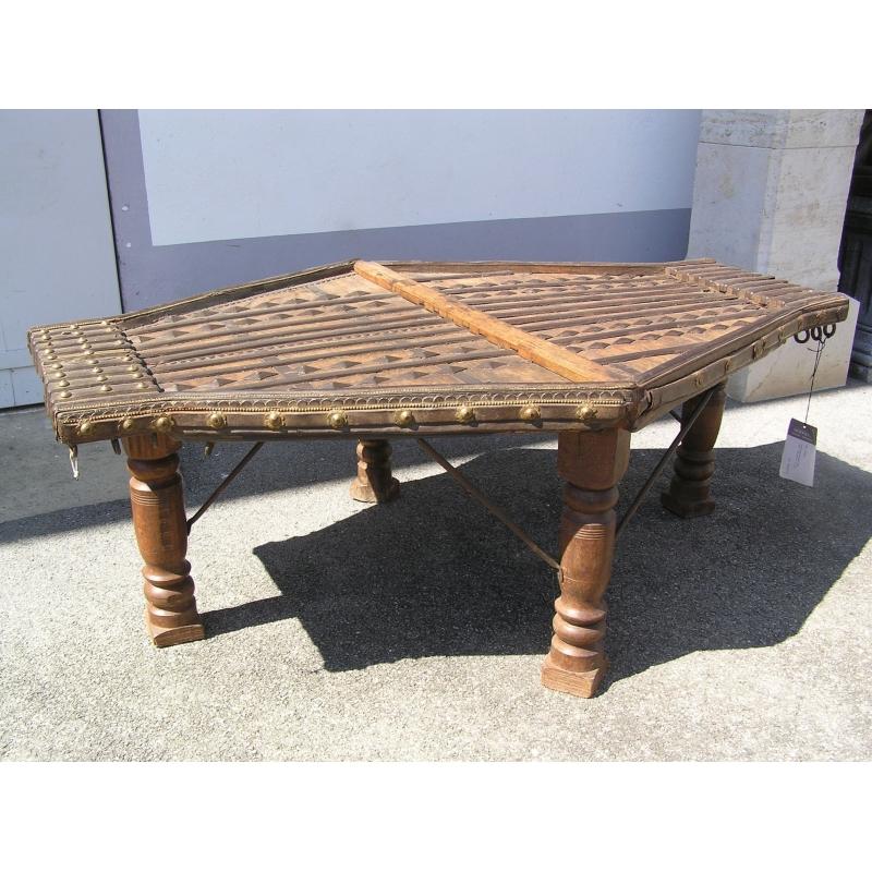 table basse indienne ancienne sur moinat sa antiquit s d coration. Black Bedroom Furniture Sets. Home Design Ideas
