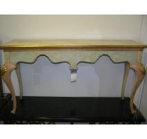 Console en bois sculpté