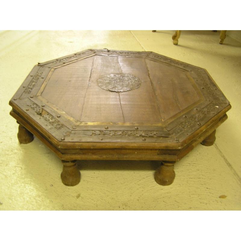 table basse octogonale orientale sur moinat sa antiquit s d coration. Black Bedroom Furniture Sets. Home Design Ideas